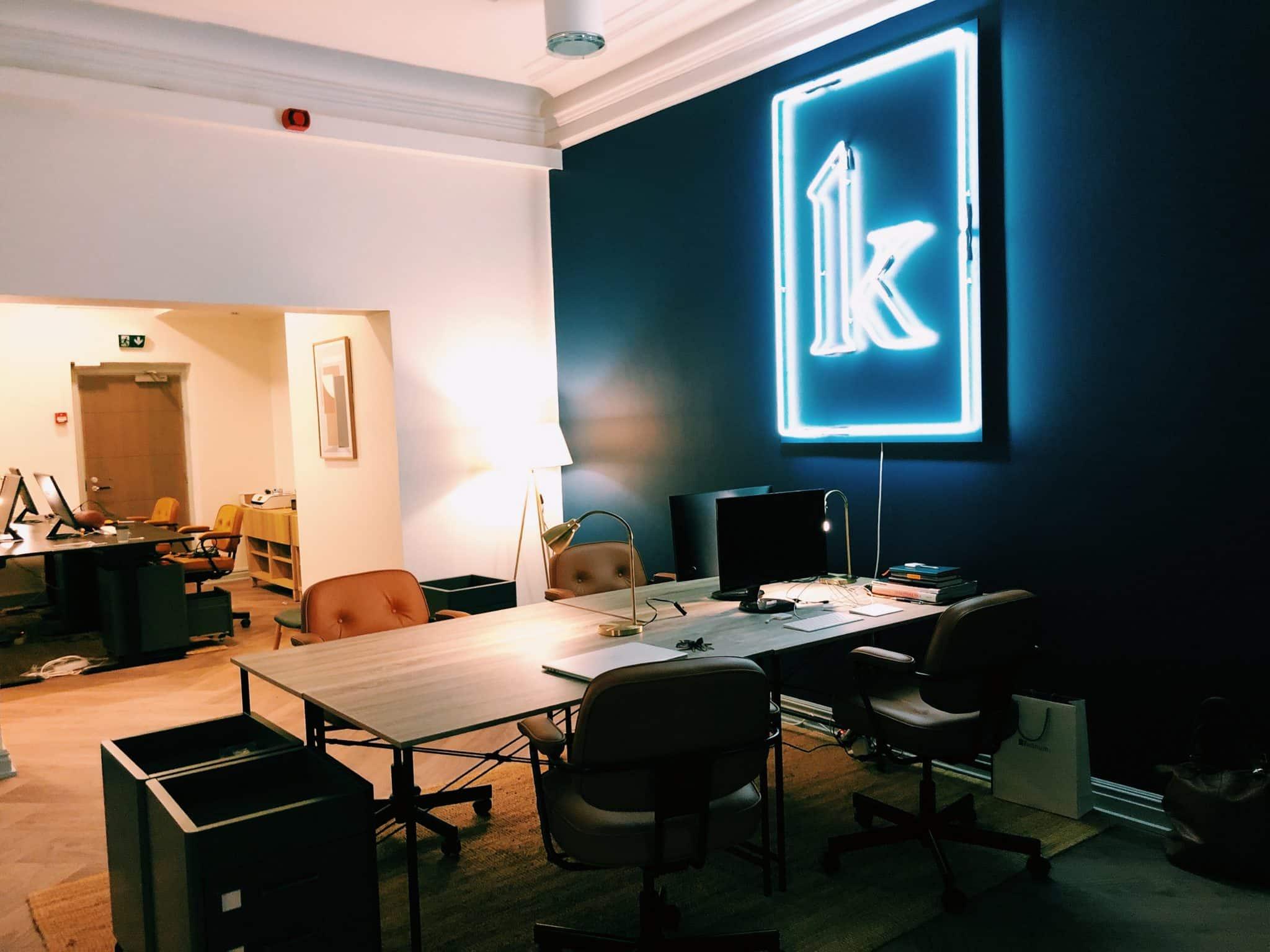 Kornerin vanha toimisto, jonka seinällä K-logo.