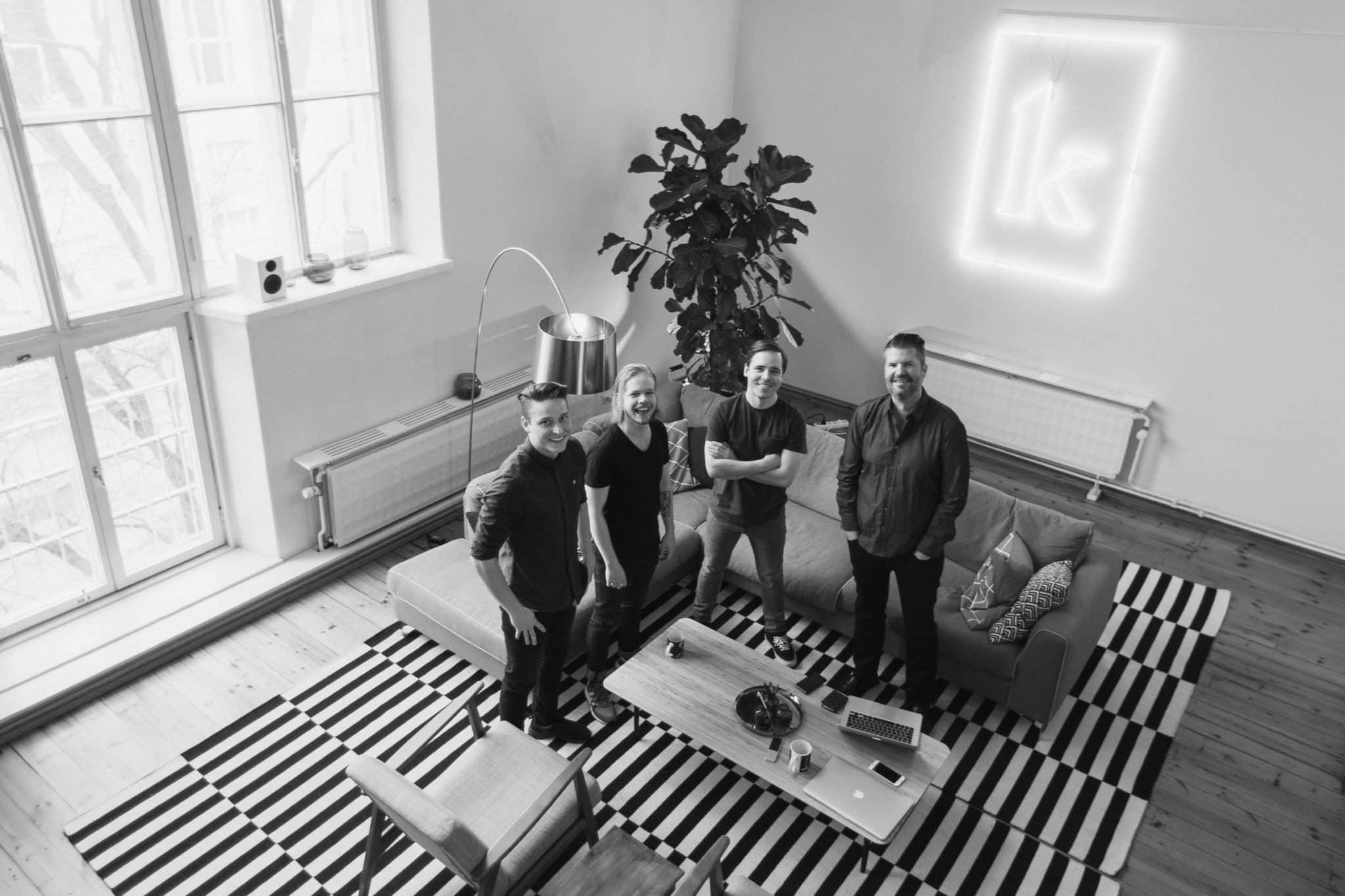 Kornerin ensimmäinen työntekijä Antti sekä perustajat Joel, Vellu ja Timo ensimmäisellä toimistolla.
